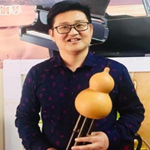 王  龙老师(图1)